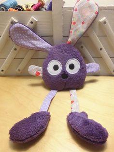 Doudou lapin grandes pattes violet - gris : Jeux, peluches, doudous par melomelie