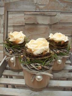 Tischgesteck in apricot-Glastopf,natur-gold-aprico von ...die mit den Blumen tanzt... auf DaWanda.com