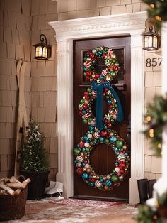 Create an eye-catching Christmas display to greet your guests at the door. This snowman wreath display is easy to create and makes a big impression.