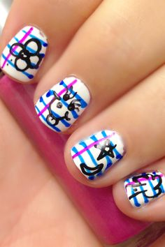 Don't you think going back to school would be more fun with this nail art?