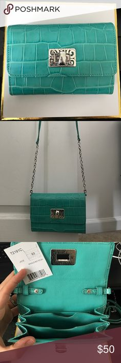 Brighton Mingle Medium Crossbody Tech Wallet Leather jade crossbody with removable strap. Great condition used, but noticed some wear around the clasp. Measures 4.6 in x 6.25 in. 3 credit card slots, 3 dividers, zippered interior pocket. Brighton Bags Crossbody Bags