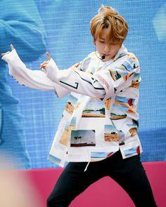 another renjun unwhitewashed pic❤ i think renjun's fansit Only Song, All Meme, Huang Renjun, Jisung Nct, Kpop Groups, Taeyong, Jaehyun, Nct Dream, Nct 127