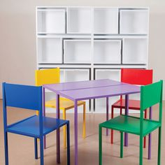 As If From Nowhere é uma estante de livros criado por Orla Reynolds, uma designer que vive em Dublin (Irlanda) e o debut da sua linha de móveis é a estante com espaço (por incrível que pareça) para uma mesa de jantar e cadeiras ficarem armazenadas, praticamente escondidas, parecendo detalhes.
