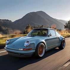 The Mountain View car on the move #singervehicledesign #porsche #porsche911 #themountainviewcar #handcrafted #everythingisimportant