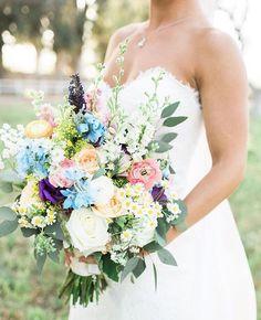 "The Knot on Instagram: ""Pastel bouquet #goals 👌 Double-tap if you agree! 💐 #theknot #theknotcalifornia 📷: @brooke_borough I Florals: @uniquefloraldesigns I Venue: Walnut Grove"""