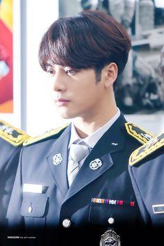 Primeiro eu achei que era o Jackson dps o JeonKook dps eu vi que realmente era o Jackson Youngjae, Bambam, Kim Yugyeom, Got7 Jb, Jackson Wang, Got7 Jackson, Girls Girls Girls, K Pop, Rapper