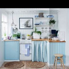I could totally work with this tiny little beauty especially if it was in a beach house!