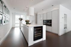 Witte hoogglans keuken met kookeiland - Snaidero Way exclusieve keuken via Tieleman keukens
