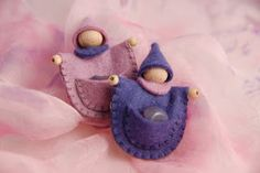 Poppenatelier Severine: Advent, Felt pocket dolls.  Add wings and these would be great tooth fairy pillows.