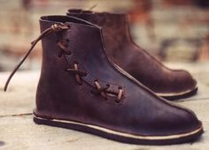 Viking shoes Trondheim Stitch-downs that can easily be made and worn in the century - maybe with a zipper on inside so you don't have to deal with the laces? Viking Shoes, Viking Clothing, Felt Shoes, Men's Shoes, Shoe Boots, Make Your Own Shoes, How To Make Shoes, Vikings, Shoe Pattern