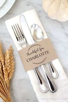 Editable Thanksgiving Place Cards- personalize these napkin rings with each guest's name