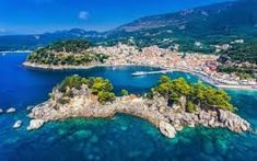 Parga Greece and Panagia Island aerial view. Important tourist destination on the east coast of Greece. Vacation Places, Vacation Trips, Maldives Attractions, Places In Greece, Local Hotels, Corfu Greece, One Day Trip, Stock Foto, Beautiful Beaches