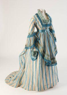 Fashion Museum Bath - Blue striped cotton gauze day dress, from 1874 1870s Fashion, Edwardian Fashion, Vintage Fashion, Antique Clothing, Historical Clothing, Historical Costume, Vintage Gowns, Vintage Outfits, Vintage Hats