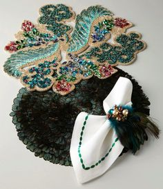 masquerade-themed table accoutrements #fancy #party #home