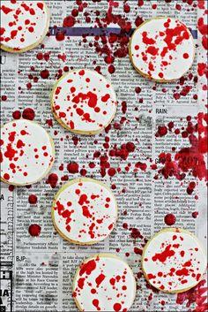 Blood/ Red Spattered Almond-Vanilla Sugar Cookies For Halloween – Best Hallowen Halloween Cupcakes, Halloween Desserts, Spooky Halloween, Dulces Halloween, Halloween Cookie Recipes, Halloween Cookies Decorated, Halloween Punch, Halloween Sugar Cookies, Halloween Treats