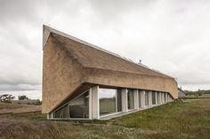 Construido en 2015 en Pape, Letonia. Imagenes por Juozas Kamenskas. El viento y…