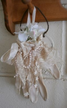 Wow! Two old gloves given a lace makeover