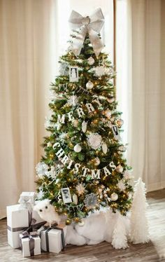 Warm & Cozy Rustic Farmhouse Christmas Home Tour 2015 Gather holiday inspiration. - Warm & Cozy Rustic Farmhouse Christmas Home Tour 2015 Gather holiday inspiration from this warm & c - Christmas Tree Ideas 2018, Christmas Tree Inspiration, Beautiful Christmas Trees, Noel Christmas, Little Christmas, Rustic Christmas, Scandinavian Christmas, Homemade Christmas, Christmas Letters
