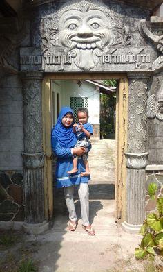 Zakiyah Akbar. Medan Satria, Bekasi, Jawa Barat.  Momen Terindah Bersama Buah Hati. #BuahHati #MuslimInspiratif #LittleMutif #MuslimKid #AnakMuslim #Bunda #Ibu #Ummi #Mama #BusanaMuslim #FashionMuslim #MutifCorp #Mutif www.mutif.co - www.mutif.id