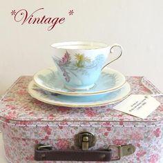- イギリス雑貨と紅茶とハーブティーのお店 English Specialities *ヴィンテージ* エインズレイ ウェイサイドブルー ティーカップトリオ