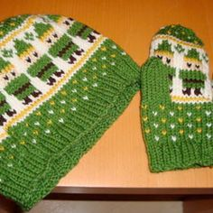 Ridunkolously cute zelda hat and mittens. Pattern on craftster.