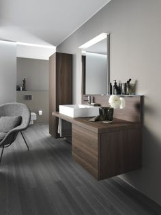 Duravit - Delos - Badezimmer Design der Designergruppe EOOS. Minimal vanity, space for stool, tall mirror, shelf.