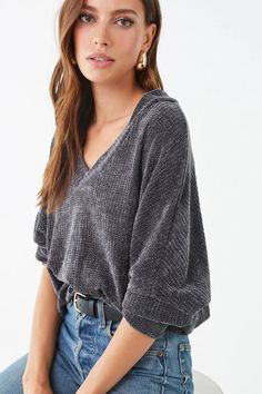 Find your favorite sweater & cardigan styles at Forever Cozy up in our oversized knits with classic crochet cardigans, ribbed sweater dresses, velvet sweatshirts, chenille tops & more! Oversized Cardigan Outfit, Cardigan Outfits, Cardigan Fashion, Casual Outfits, Fashion Outfits, Forever 21, Pullover, Fashion 2020, Aesthetic Clothes