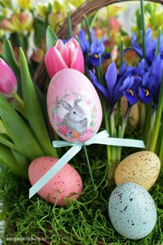 Floral Friday: Create a Blooming Easter Basket! Beautiful Flower Arrangements, Floral Arrangements, Beautiful Flowers, Antique Living Rooms, Easter Baskets, Easter Crafts, Easter Eggs, Easter Bunny, Happy Easter