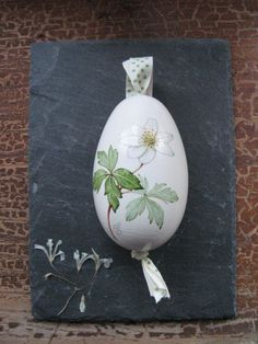 Goose egg with hand-painted wood anemone made by my bug - your bug via DaWa . Etsy Christmas, Christmas Bulbs, Painted Books, Hand Painted, Tole Painting Patterns, Diy Ostern, Happy Paintings, Santa Ornaments, Egg Art