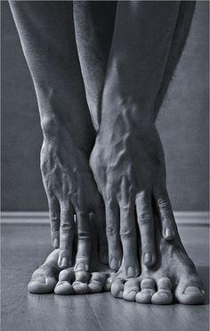 Dancer's Feet & Hands / muscles / body / black and white / detail / art…