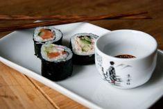 Make Your Own Sushi, How To Make Sushi, Kinds Of Sushi, California Rolls, Sushi Bowl, Japanese Sushi, Dinner Is Served, Sashimi, Food Blogs