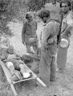 Brigadista del Batallón Lincoln-Washington herido. Que parece por los olivos de Belchite http://todoslosrostros.blogspot.com.es/search?q=Belchite