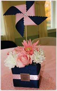 navy and pink wedding--like how they used the pinwheel to compromise for the small amount of flowers!