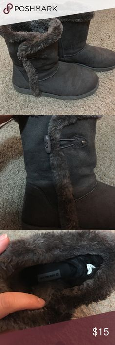 Comfy fleece lined boots Excellent condition. Fasten on side to make to make it easier to put on. Airwalk Shoes Winter & Rain Boots