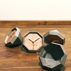 Concrete diamond clock – Melike Dağcı – Join the world of pin Wood Concrete, Concrete Furniture, Concrete Crafts, Concrete Projects, Cement Design, Cement Art, 3d Cnc, Diy Clock, Wood Clocks