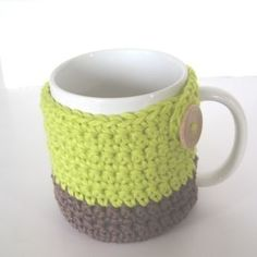 """Here is a FREE  pattern for a mug cozy that has a bottom too, so it also works as a coaster! It will fit an average size mug that is 3"""" in diame..."""