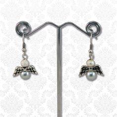 Engeltjes oorbellen grijs  Deze cuties van DQ kwaliteit metaal met glasparels zijn perfect voor de aankomende feestdagen.