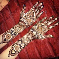 #NewBlogPost: 10 Henna Artists You Should Follow On Instagram (link in bio) Photo credit: @maplemehndi ______________________________ #indianweddingbuzz #henna #hennadesign #hennaartist