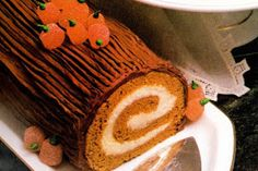 Vintage Thanksgiving dessert: Pumpkin spice cake roll with cream cheese filling, frosted with chocolate - Click Americana Pumpkin Patch Cake, Pumpkin Spice Cake, Spiced Pumpkin, Pumpkin Recipes, Thanksgiving Cakes, Vintage Thanksgiving, Thanksgiving Cornucopia, Cake Roll Recipes, Dessert Recipes