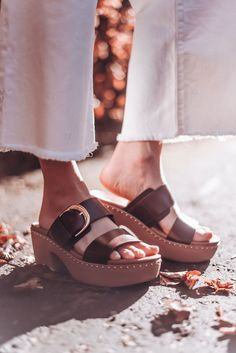 All white in cashmere and denim culottes with a leather knot belt, basket bag and Fitflop pilar clog sandals Denim Culottes, Clog Sandals, Basket Bag, Fitflop, All White, Open Toe, Clogs, Knot, Cashmere