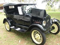 1926 Ford Model T Touring - black with straw yellow wheels