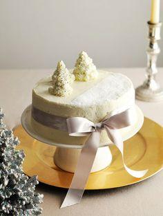 雪降る聖夜のホワイト・クリスマスケーキ