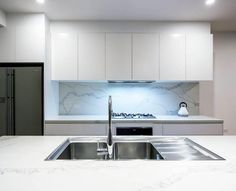 stunning marble kitchen splashback