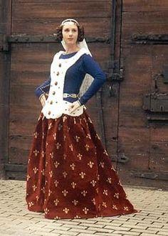 Costume noble, surcot porte s'enfer brodé avec hermine sur cotte bleu