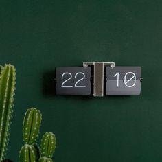 Karlsson Flip Clock | Ditverzinjeniet.nl