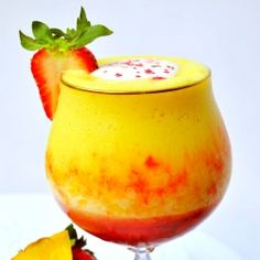 Pineapple Upside Down Cake Daiquiri: A classic dessert is blended into an icy, crowd pleasing cocktail 184cals/4 WWpts/5 WWpts+