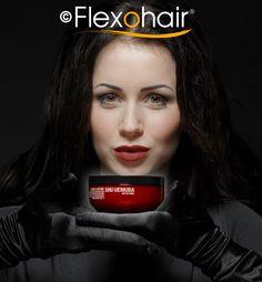 Color Lustre Haarpflege mit Moschusrosenöl von der Luxus-Marke Shu Uemura.