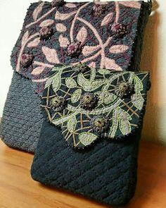 Quilting and patchwork в Instagram: «Что у меня с инстаграмом? Подскажите! Приходится повторно писать тексты, т. К. Сразу не отображаются!!! Безобразие! 😠 Вторая сумочка…» Japanese Patchwork, Japanese Bag, Cosmetic Bag, Purses And Bags, Applique, Gucci, Leaves, Shoulder Bag, Quilts