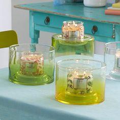 Porte-pot à bougie en verre soufflé - vert - Cylindre réversible en verre soufflé vert, doté d'un espace de  personnalisation de la présentation. Perles de stabilisation incluses.  Haut. 14 cm.
