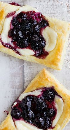 Blueberry Cream Cheese Pastries - Taste and Tell - -You can find Pastries and more on our website.Blueberry Cream Cheese Pastries - Taste and Tell - - Köstliche Desserts, Delicious Desserts, Dessert Recipes, Yummy Food, Blueberry Desserts, Breakfast Recipes, Plated Desserts, Yummy Recipes, Healthy Food